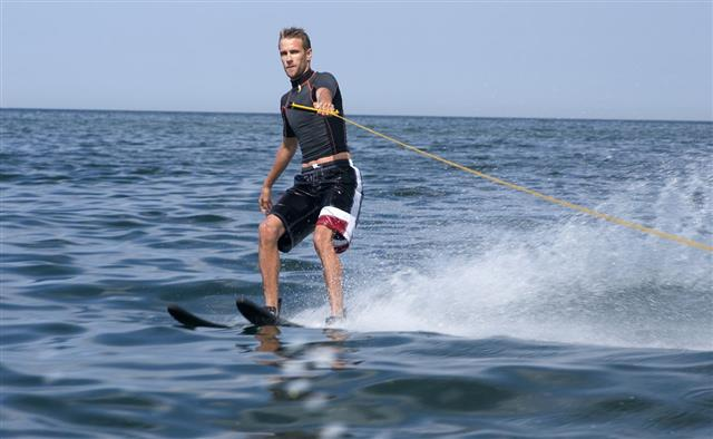 Man Water Skiing With One Hand